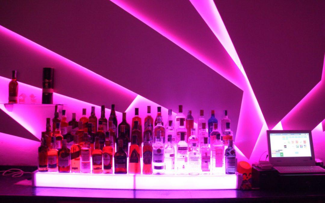 Discoteca con iluminación led RGB salida DMX para consola DJ