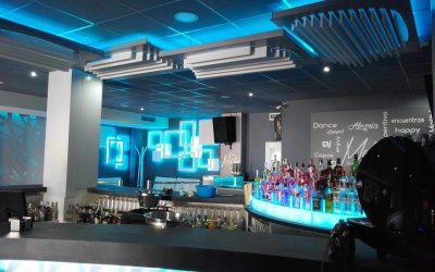 ¿Cómo mejorar la imagen de tu pub/discoteca? Rótulo, led y decoración